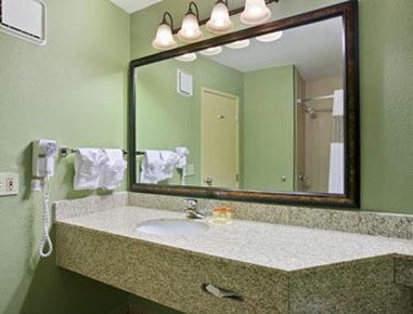 Days Inn Cheyenne - Bathroom