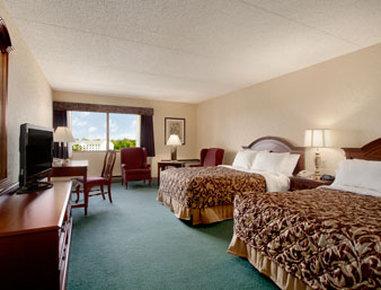 Ramada Plaza Hotel Hagerstown - Standard Two Queen Bed Room