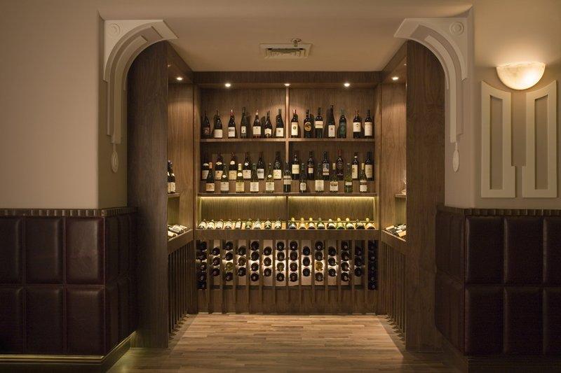 Vivanta by Taj - Ambassador Bar/Lounge
