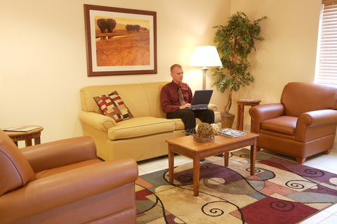 Candlewood Suites POLARIS - Guest Lobby Sitting area