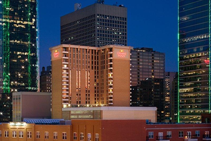 Crowne Plaza Hotel Dallas Downtown Vista exterior