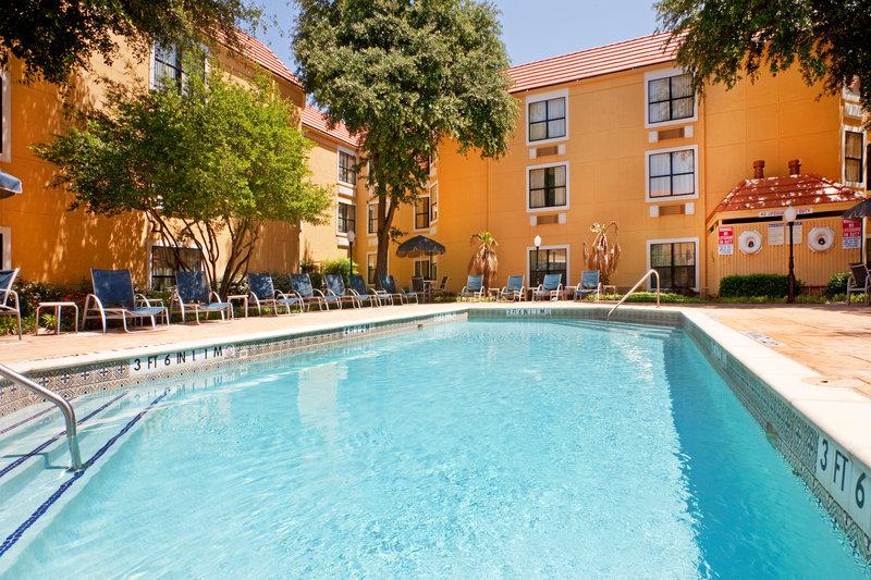 Holiday Inn Express Hotel & Suites DFW North Uima-allasnäkymä