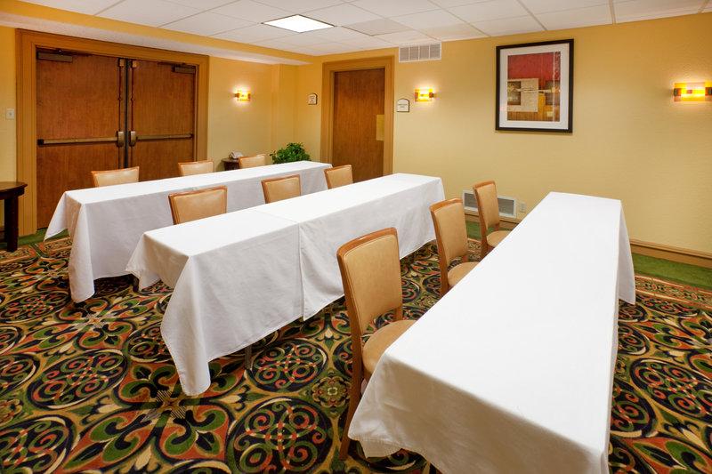Holiday Inn Express Hotel & Suites DFW North Kokoustila