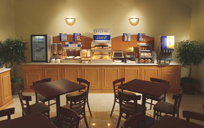 Holiday Inn Express Toronto-North York Ресторанно-буфетное обслуживание