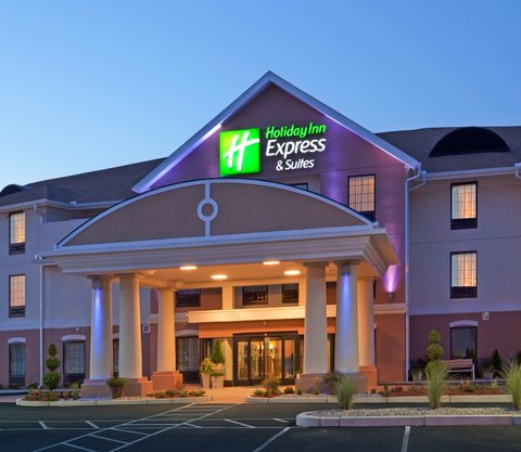 Holiday Inn Express & Suites WESTFIELD - Holiday Inn Express   Suites Westfield Exterior