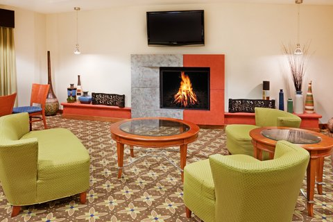 Holiday Inn Express & Suites WESTFIELD - Guest Dining Lounge