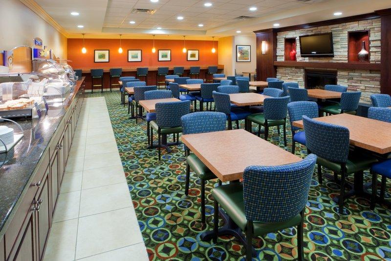 Holiday Inn Express Springfield I-95 S of I-495 Ristorazione