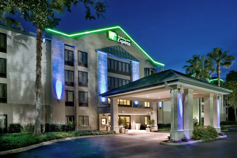 Holiday Inn Express & Suites TAMPA -USF-BUSCH GARDENS - Tampa, FL