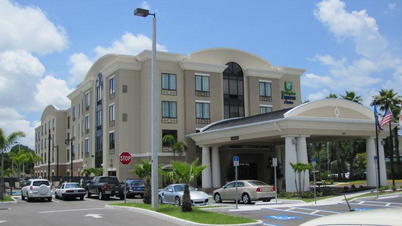 Holiday Inn Express Hotel & Suites USF-Busch Gardens Vista exterior