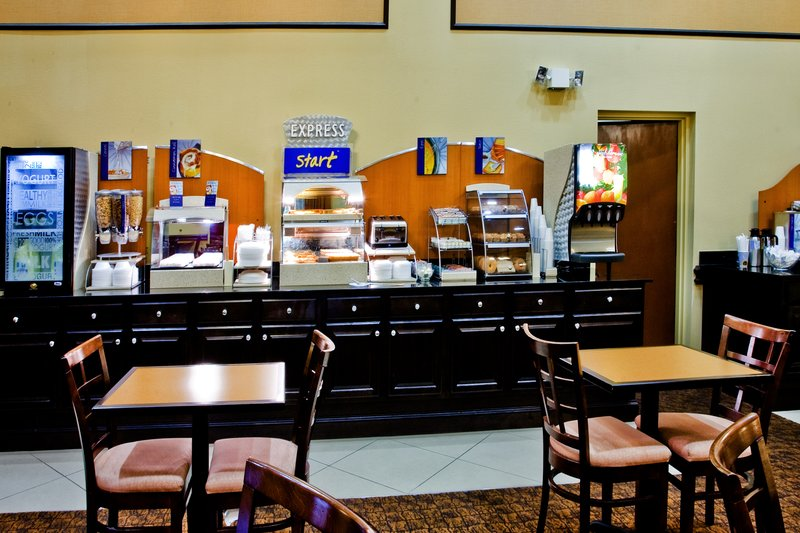 Holiday Inn Express Hotel & Suites USF-Busch Gardens Gastronomía