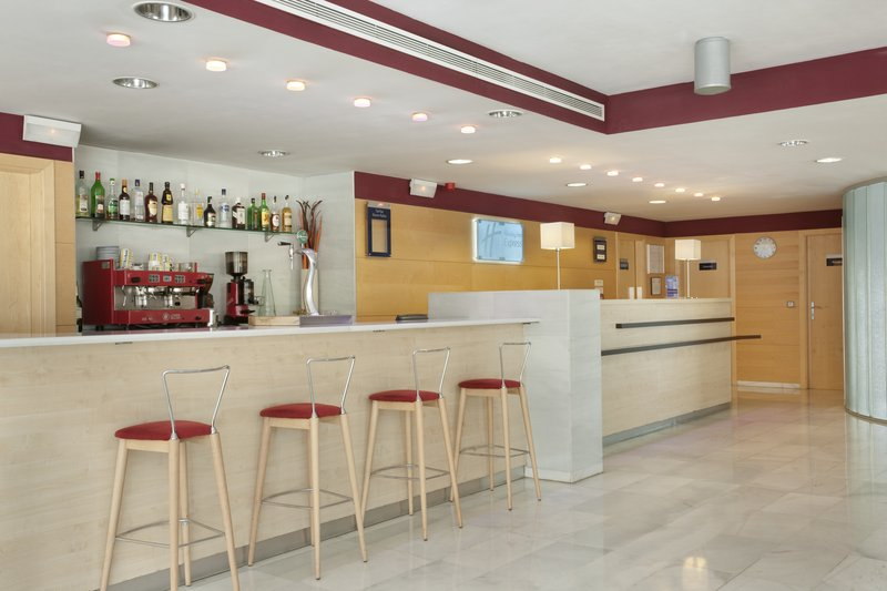 Holiday Inn Express Madrid-Alcorcon Bar/lounge
