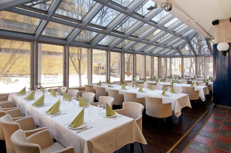Holiday Inn Turku Gastronomía