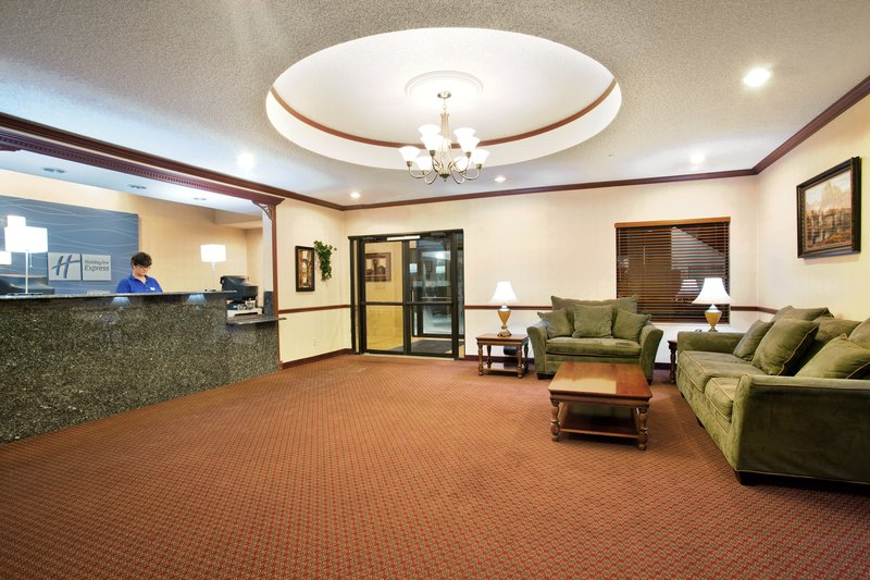 Holiday Inn Express & Suites SYCAMORE - Sycamore, IL