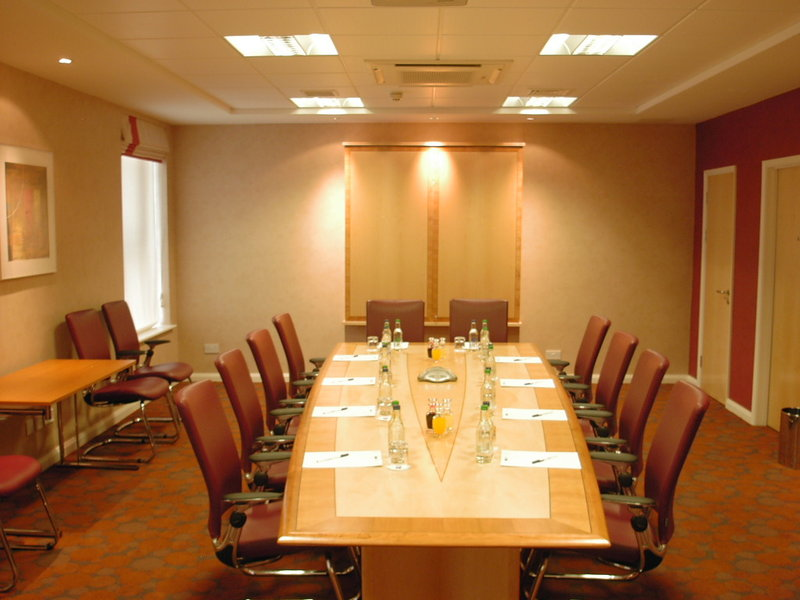 Holiday Inn Express Swindon City Centre Sala de conferencias