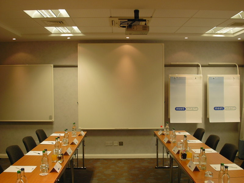 Holiday Inn Express Swindon City Centre Sala de conferencias