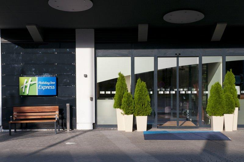 Holiday Inn Express Stuttgart Airport Vista exterior