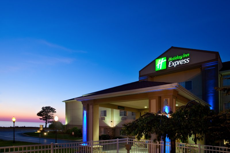 Holiday Inn Express Hotel & Suites  ST. JOSEPH Fasad