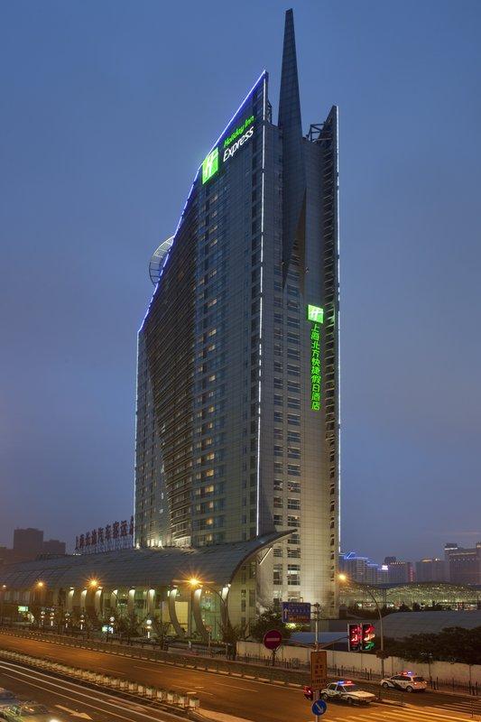 Holiday Inn Express Zhabei Shanghai Buitenaanzicht