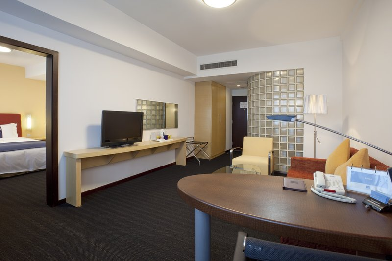 Holiday Inn Express Zhabei Shanghai Suite