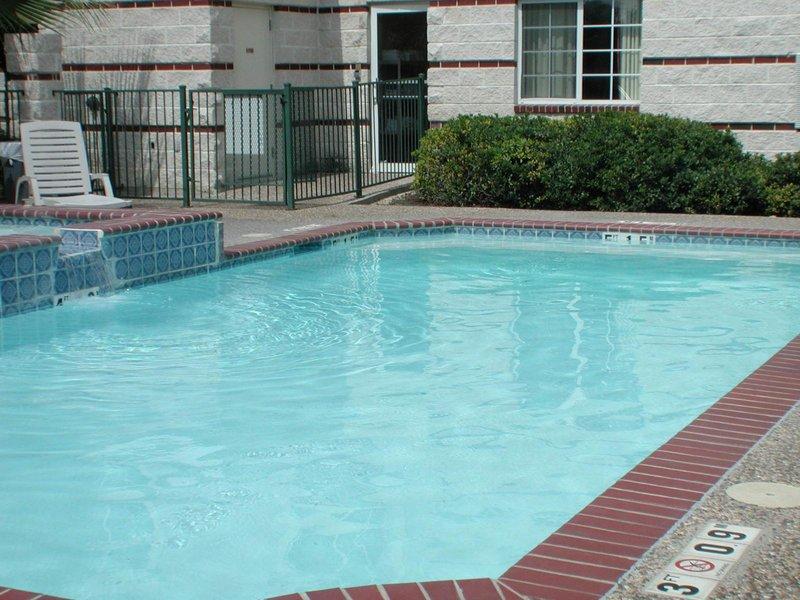 Holiday Inn Express & Suites SAN ANTONIO-AIRPORT NORTH - San Antonio, TX