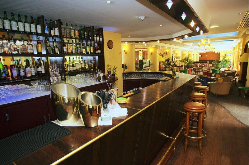 Holiday Inn Paris-Versailles-Bougival Бар/гостиная