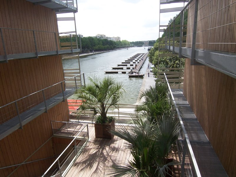 Holiday Inn Express Paris-Canal de la Villette Fasad