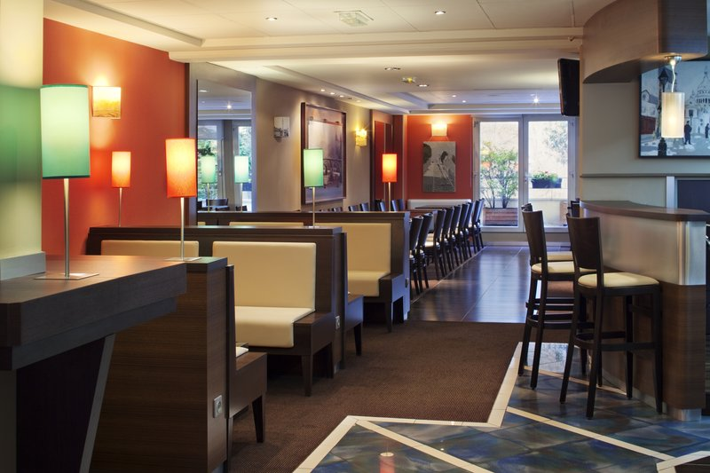 Holiday Inn Garden Court Paris-Montmartre Bar/Lounge