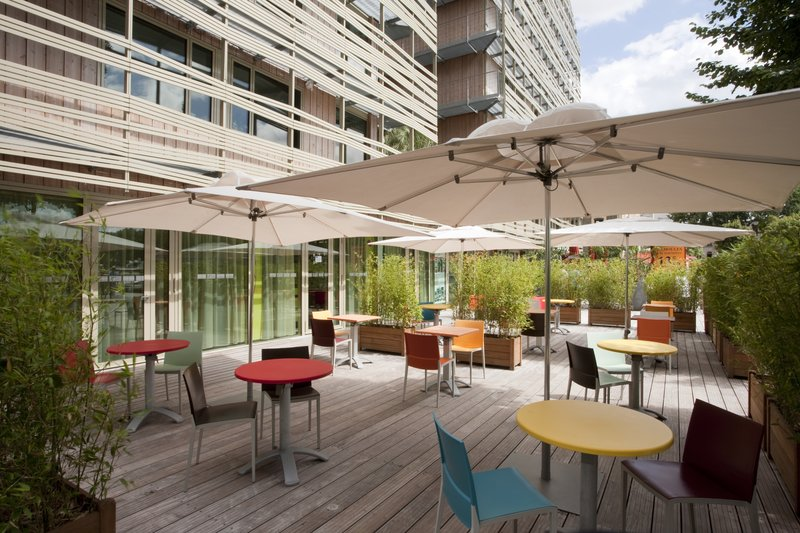Holiday Inn Express Paris-Canal de la Villette 酒吧/休息厅