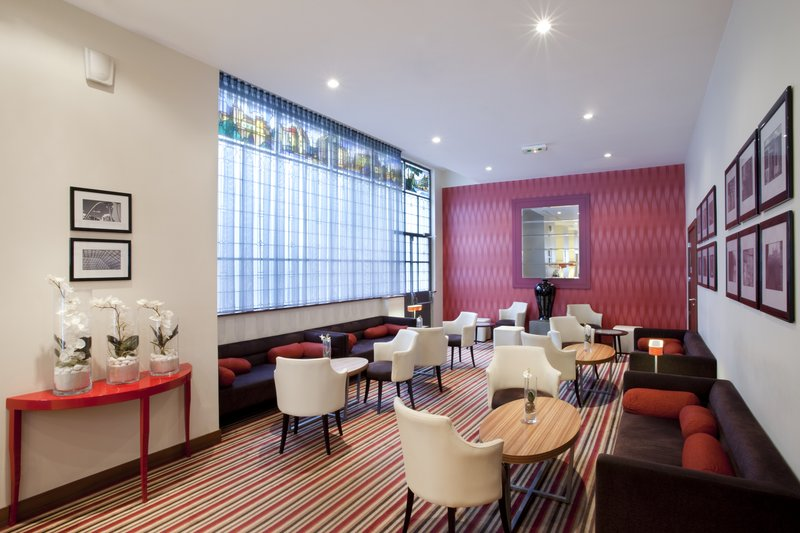 Holiday Inn Paris-Gare de L'est 酒吧/休息厅