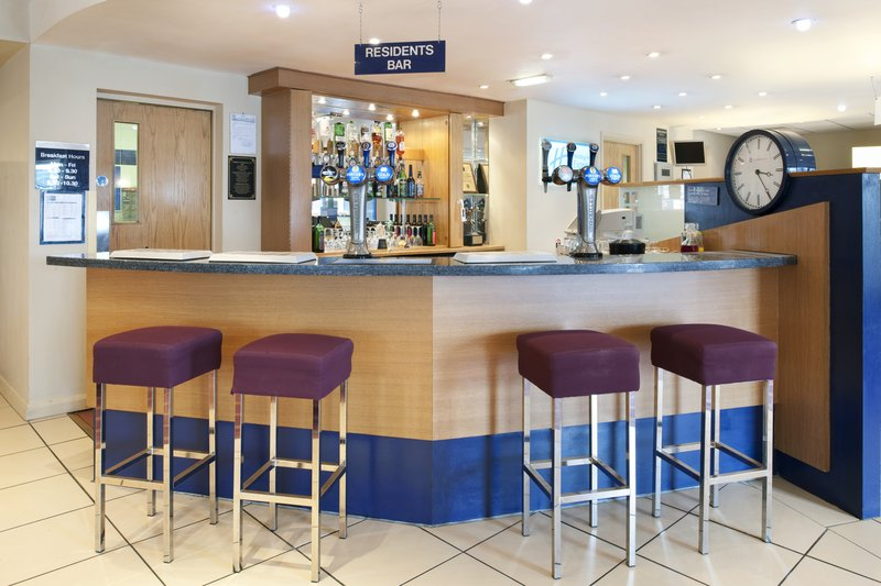 Holiday Inn Express Newcastle-Metro Centre Bar/lounge