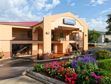 Ramada I-75 / Airport North - Welcome To The Travelodge Chattanooga Hamilton Place