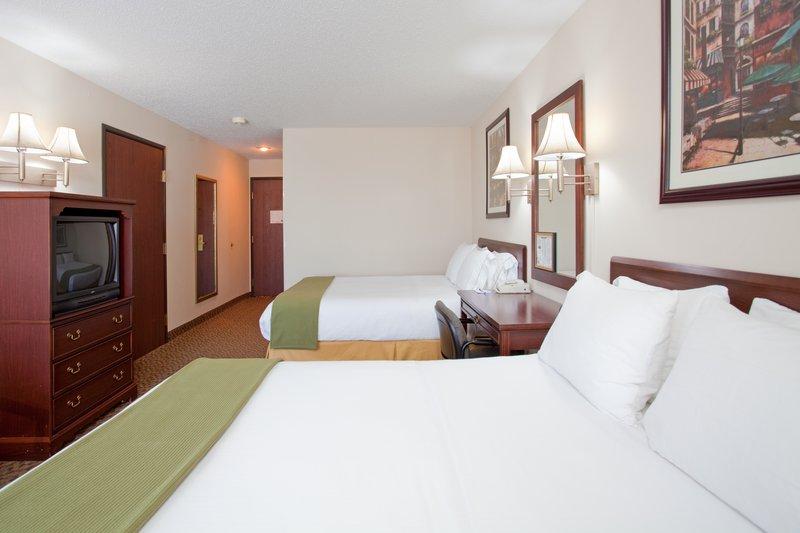 Holiday Inn Express OSAGE BCH - LAKE OF THE OZARKS - Oshkosh, WI
