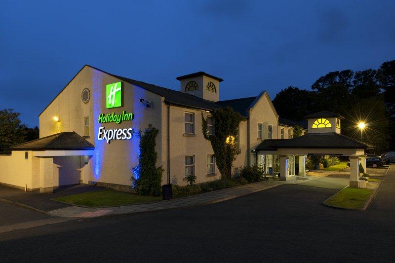Holiday Inn Express Glenrothes Ulkonäkymä