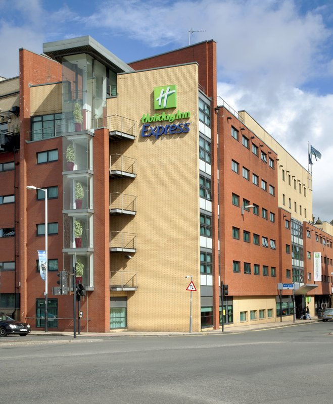 Holiday Inn Express Glasgow City-Riverside 外景