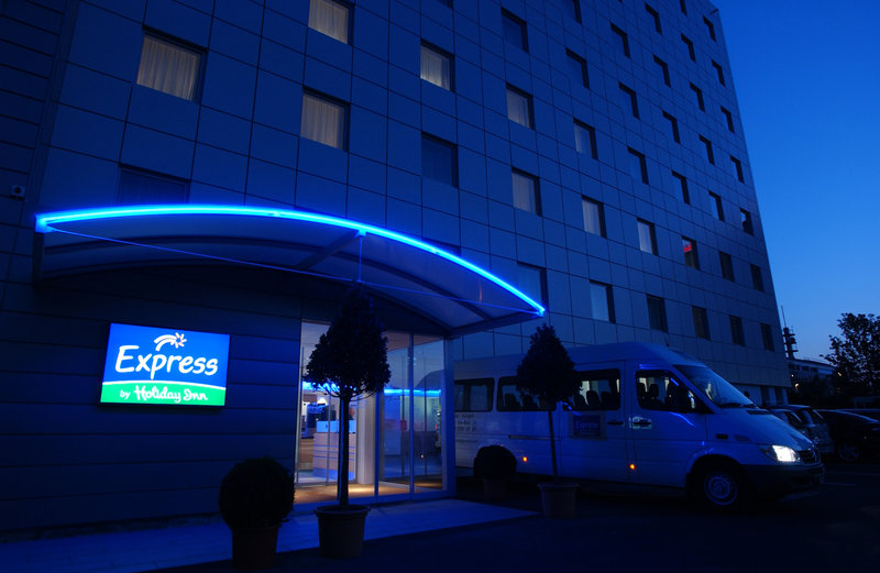 Holiday Inn Express Geneva Airport Set udefra