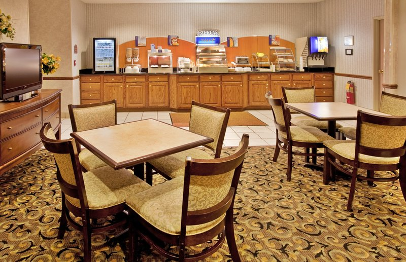 Holiday Inn Express Hotel & Suites Hannibal Gastronomie