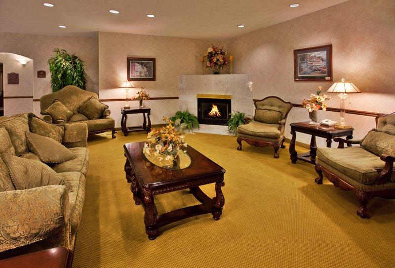 Holiday Inn Express Hotel & Suites Hannibal Lobby