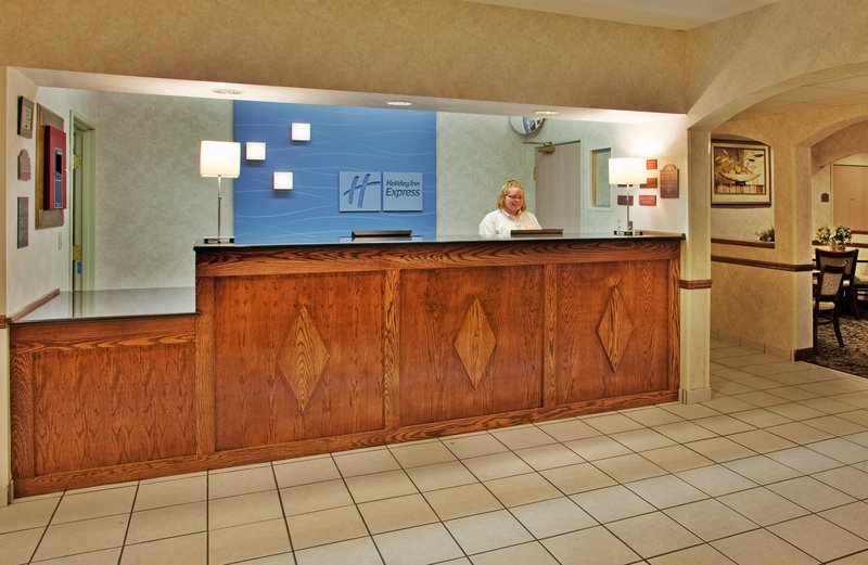 Holiday Inn Express Hotel & Suites Hannibal Lobby