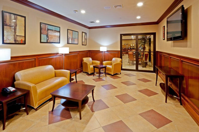 Holiday Inn Express North Bergen - Lincoln Tunnel Lobby
