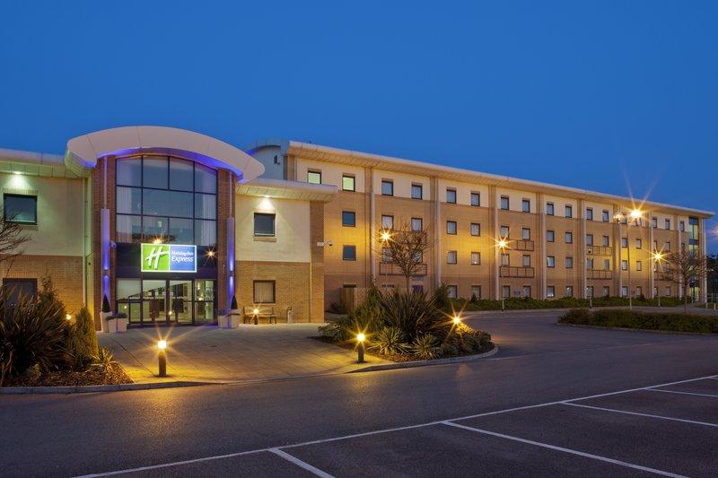 Holiday Inn Express Newport Exterior view