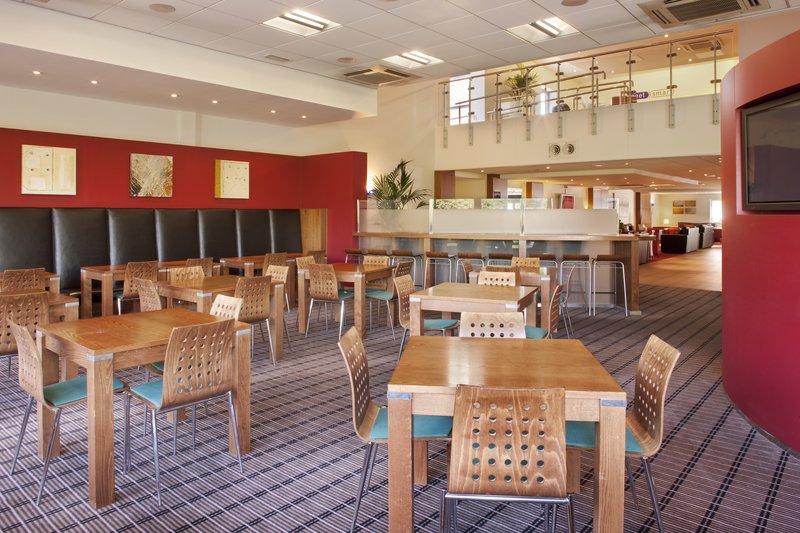 Holiday Inn Express Newport Gastronomy