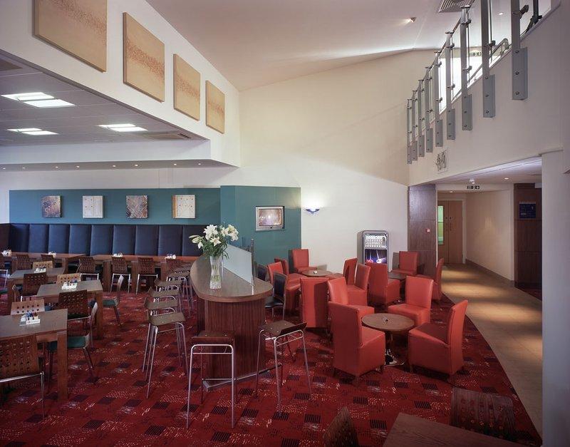 Holiday Inn Express Newport Bar/lounge