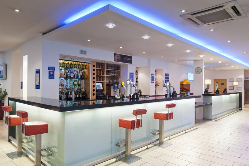 Holiday Inn Express Newcastle City Centre バー/ラウンジ