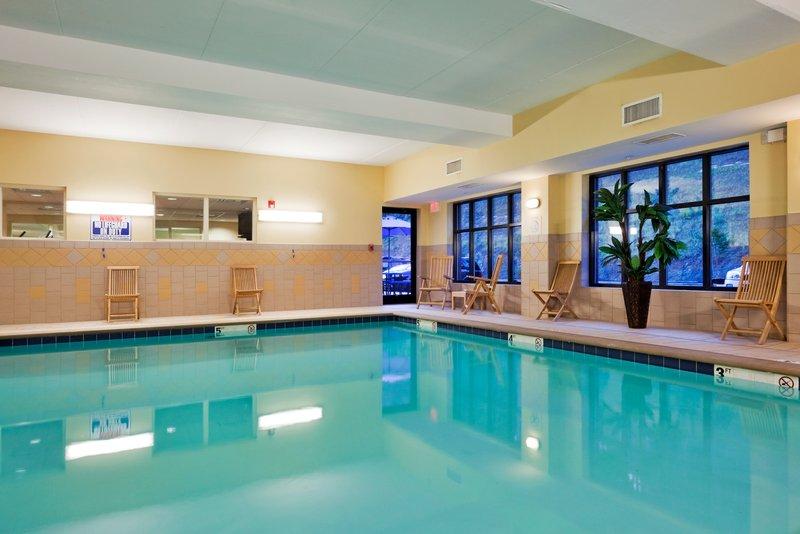 Holiday Inn Express Hotel & Suites Harriman Uima-allasnäkymä
