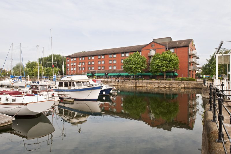 Holiday Inn Hull Marina Exterior view
