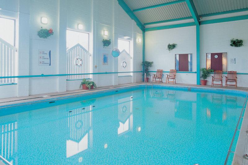 Holiday Inn Hull Marina View of pool