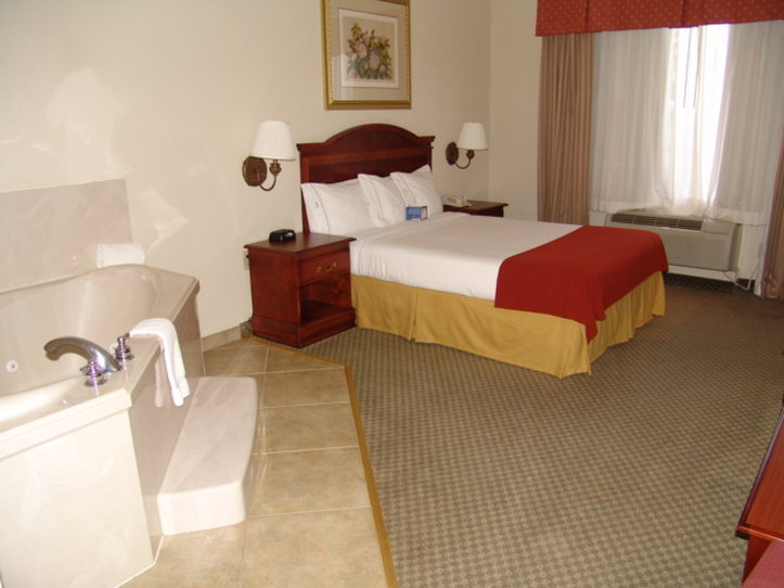 Holiday Inn Express Hotel & Suites Duncanville Suite