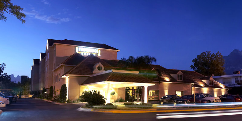 Staybridge Suites Monterrey - San Pedro Set udefra