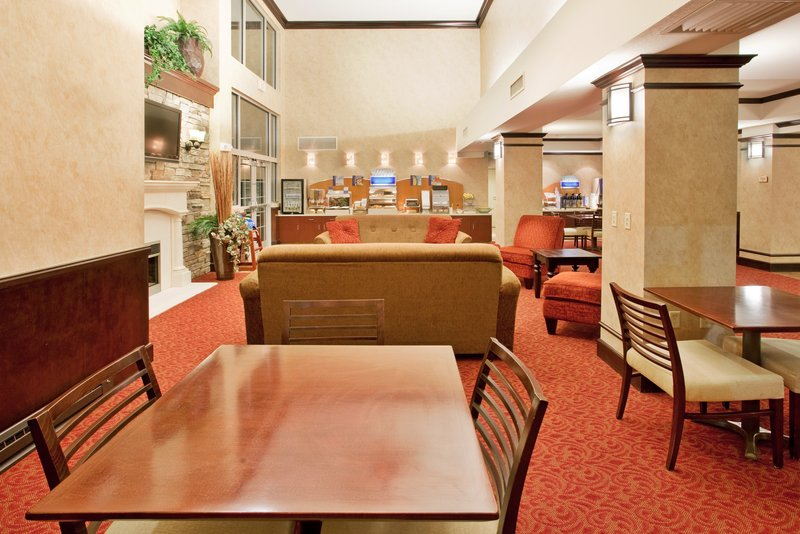 Holiday Inn Express & Suites EAST WICHITA I-35 ANDOVER - Niagara Falls, NY