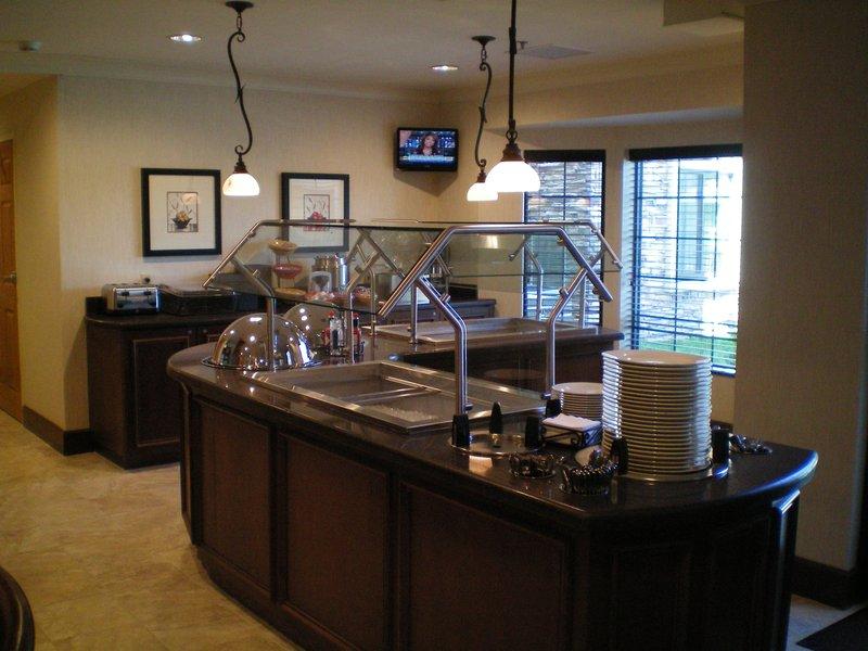 Staybridge Suites Wichita Gastronomi